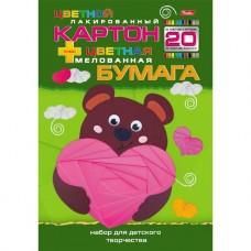 Набор цветного лакированого картона и цветной мелованой бумаги. 10+10 листов по 10 цветов. Формат А4. Мишка с сердечком